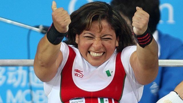 Amalia Perez Levantamiento de pesas (power lifting). Ingresó al IMSS en 1995, en la Unidad Morelos. Su primer campeonato paralímpico levantó 85 kilos, fue record mundial. ¡Demostró que pudo cada día más, que se puede lograr cada día más! Y así lo hizo, en los Juegos Olímpicos de Beijing 2008 obtuvo una medalla de oro.