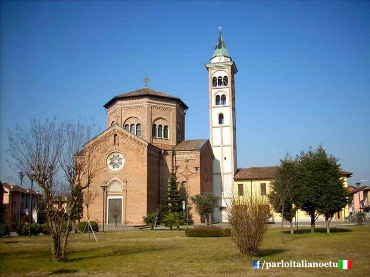 #GRADELLA (#Cremona) - Tra Chiese e vecchie Cascine. www.parloitalianoetu.com  ------------------------------- Gradella è una frazione del comune italiano di Pandino, in provincia di Cremona. (Wikipedia)
