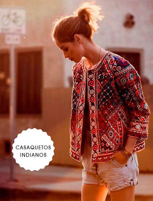 A jaqueta da temporada nos transporta a uma viagem à Índia.Estamos falando dos casaquetos bordados em couro, camurça, jeans ou tecido com estampa cashemere.