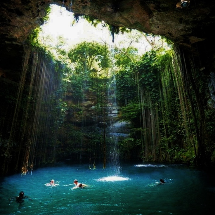 General view of the ik kil cenote near chich n itz Chichen itza mexico natural swimming pool