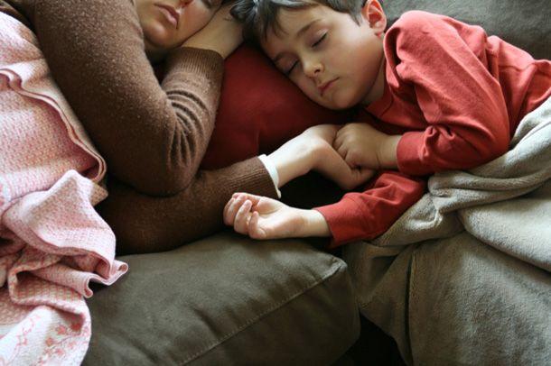 Bambini rilassati grazie a coccole e carezze http://www.piccolini.it/tips/674/bambini-rilassati-grazie-a-coccole-e-carezze/