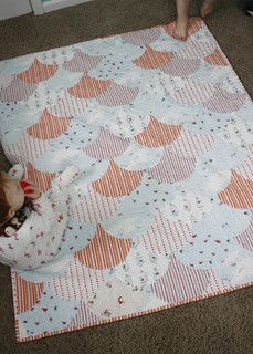 Scallop Quilt finished by twinfibers, via Flickr - beautiful, love all the stripes