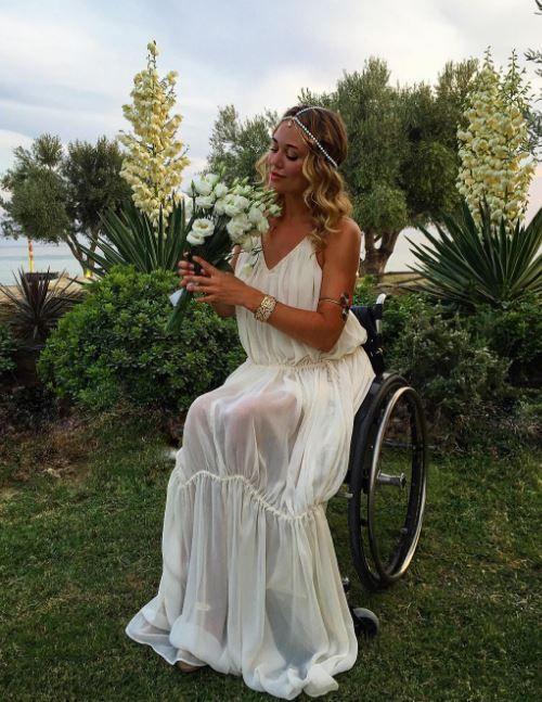 A beautiful 1920's inspired bridal look for wheelchair-users >>> See it. Believe it. Do it. Watch thousands of spinal cord injury videos at SPINALpedia.com