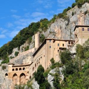 http://www.visitlazio.com/dettaglio?title=subiaco-monastero-di-san-benedetto