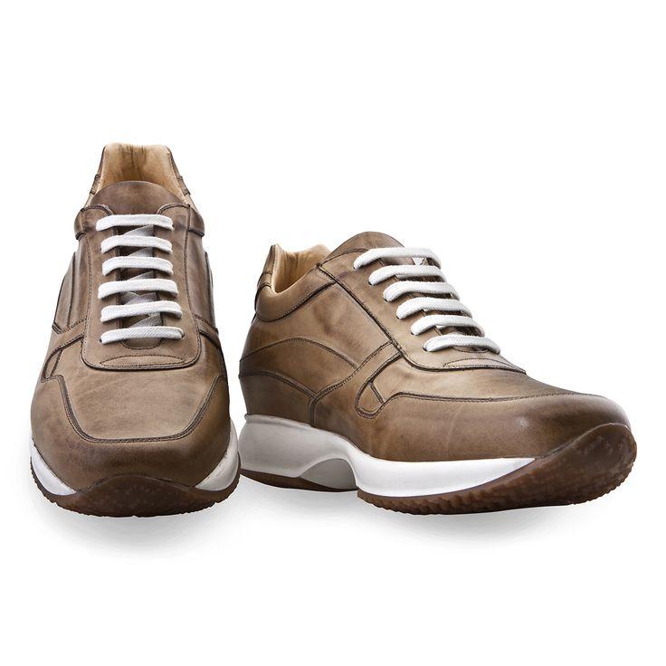 Scarpe rialzate Guidomaggi, le uniche sneakers con rialzo interno invisibile realizzate artiginalmente in Italia.  Singapore - € 395 http://www.guidomaggi.com/it