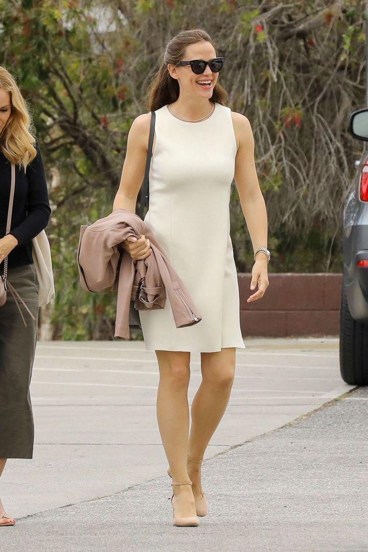 #Fashion, #JenniferGarner, #Style Jennifer Garner Fashion Style - Pacific Palisades 05/14/2017 | Celebrity Uncensored! Read more: http://celxxx.com/2017/05/jennifer-garner-fashion-style-pacific-palisades-05142017/