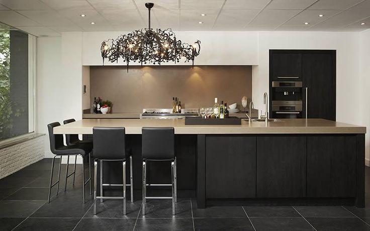 Een exclusieve keuken op maat vindt u bij Keukenstudio Maassluis. Wij adviseren u graag op het gebied van exclusieve keukens. Ontdek de exclusieve showroomkeukens in onze toonzaal ✔ Exclusief