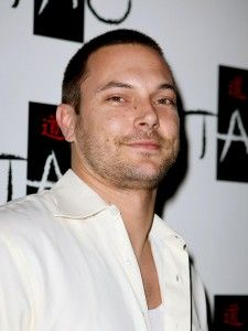 Kevin Federline Hairstyle, Makeup, Suits, Shoes and Perfume