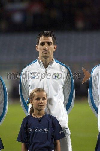 Branko Ilić, nogometaš  http://www.mediaspeed.net/skupine/prikazi/11009-slovenska-nogometna-reprezentanca-premagala-svico-v-ljudskem-vrtu