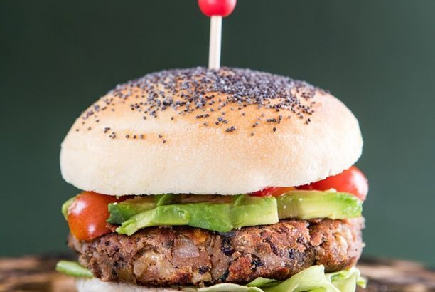 Hamburger vegetariano di fagioli neri e noci