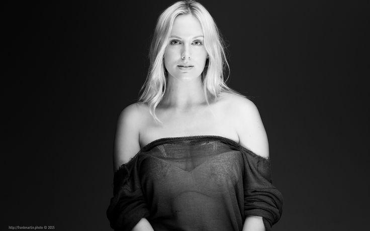 https://flic.kr/p/yKTnEr - Peter Coulson Workshop - Model: Jessica King - Photographer: Frank Martin #Photo #Photography #Portrait #Studio #Softlight #Blond #Beauty #Hairstyle #Model #PeterCoulson #Workshop #Headshot #Fashion