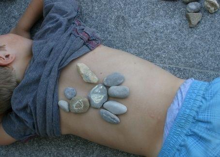 Spiel-Idee für daheim und unterwegs: Steine legen