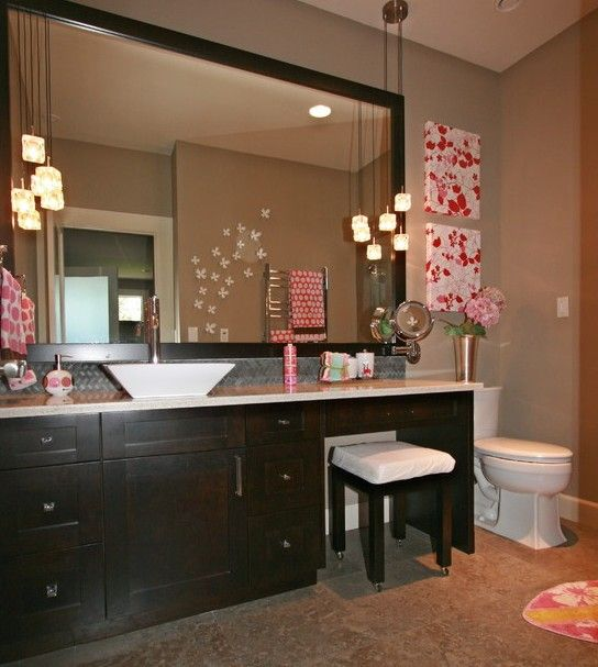 I love this big mirror in the bathroom!