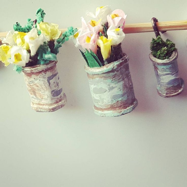 I'm looking forward to Spring so flowers it is today. Hanging in old tin cans these will be going in my halfscale build The El Cheapo.. #miniatures #miniatureart #miniatureartist #lovelylittleminiatures  #dollhouse #dollhouseminiatures #miniatureflowers