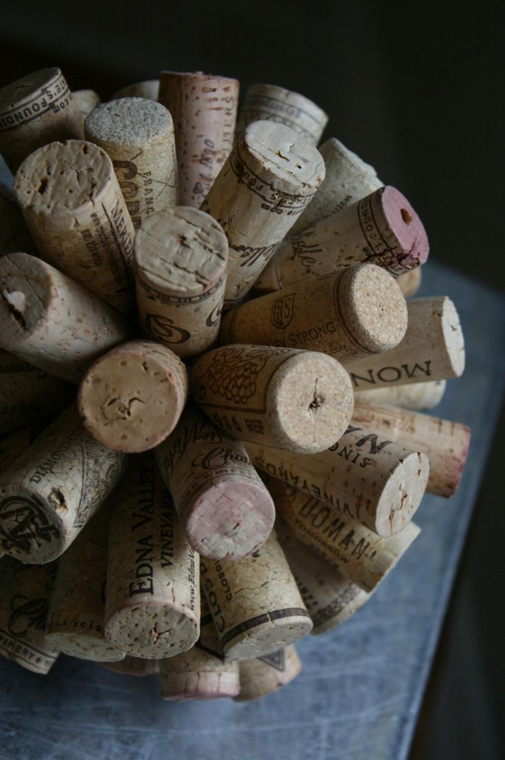 43 best images about wine bottle crafts on pinterest for Crafts made with corks