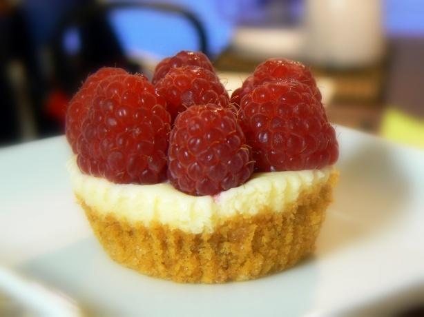 Mini Cheesecakes | desserts | Pinterest | Mini Cheesecakes, Cheesecake ...