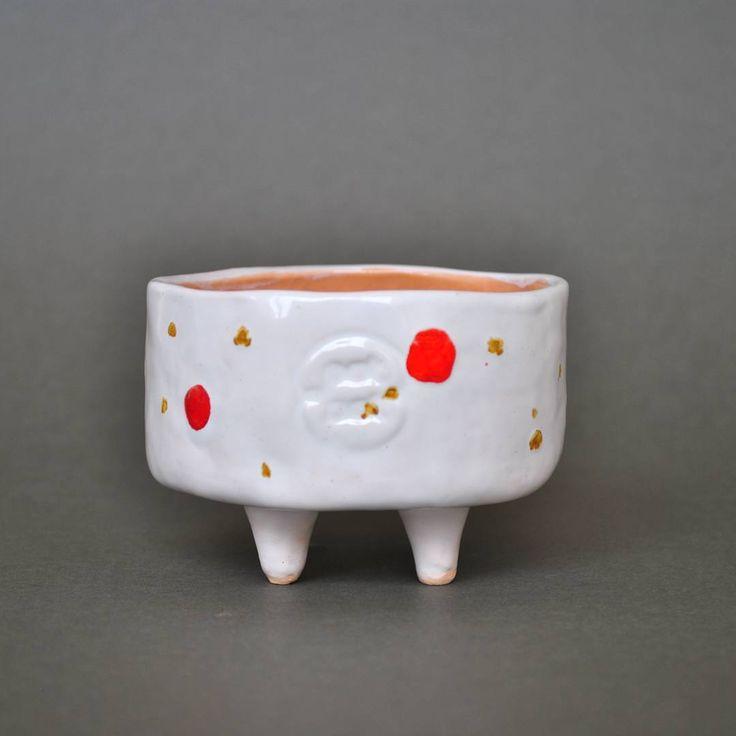 """""""Esta y muchas piezas mas te estan esperando en www.potpotceramica.com.ve :-D No tengo mas nada que decir! #ceramics #white #speckled #clay #glaze #web…"""""""