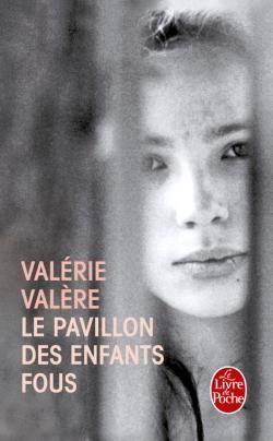 A treize ans, Valérie Valère a été internée au pavillon des enfants fous d'un grand hôpital parisien. A quinze ans, elle écrit le récit de ce séjour. Son livre n'est pas seulement une vision du monde hospitalier, des traitements pour les malades mentaux, le cri pathétique d'une adolescente de treize ans qui, un jour, a refusé toute nourriture : elle prend conscience des raisons profondes qui l'ont amenée au comportement suicidaire qu'est l'anorexie. Et son récit est avant tout l'histoire…