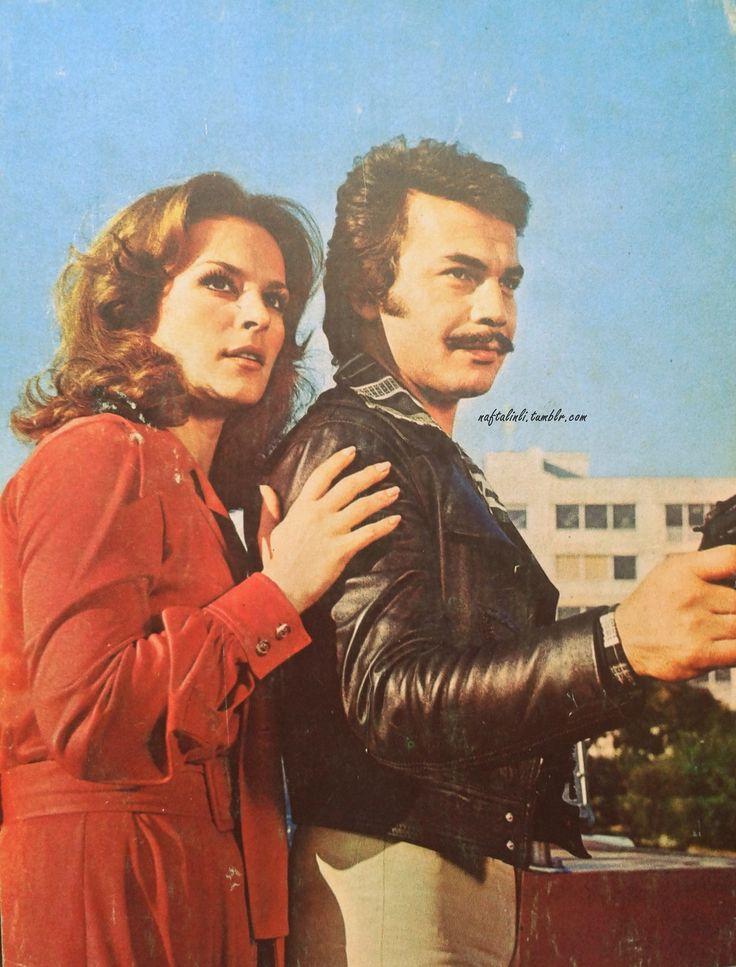 """""""İnsan aşık olunca yaşadığının farkına varıyor.Seni tanıyıncaya kadar sanki yaşamadım.Senden önce her şey bomboş,tatsız ve anlamsızdı."""" """"Şoför""""(1976) Yönetmen:Orhan Aksoy Hülya Koçyiğit - Orhan Gencebay"""
