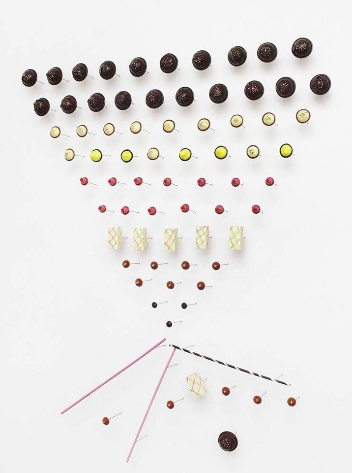 """""""La testa chimica"""", 2014 Olio su lamiera di ferro installazione a parete 75 elementi 130 x 160 x14 cm"""