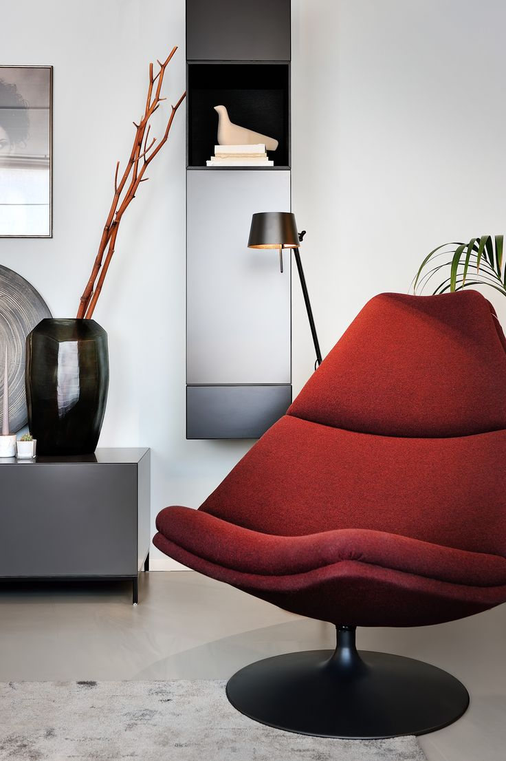 Curl up in this F510 armchair at the showroom of Artifort dealer Homestede.   F510, 1967 | Designer: Geoffrey D. Harcourt RDI | © Artifort | Photo: Homestede