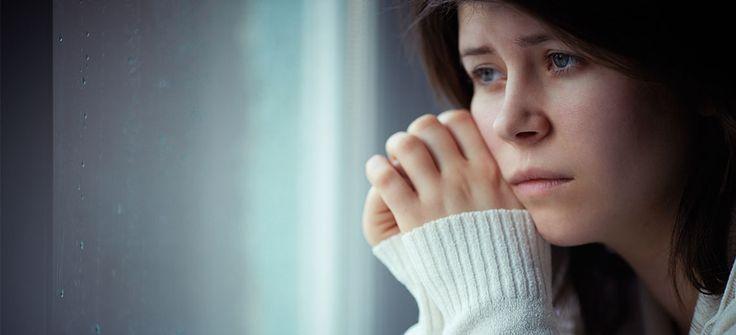 Depresyon, ruhsal olarak meydana gelen çöküntü sonucunda yaşamla ilgili yapmak istediğimiz birçok konuya ilişkin ortaya çıkan isteksizlik halidir. Özellikle son yıllarda daha çok artan bu rahatsızlık toplumda birçok kişide görülmeye başlamıştır. #ruhsalsaglik #depresyon #depresyonbelirtileri #saglik #bingosaglik