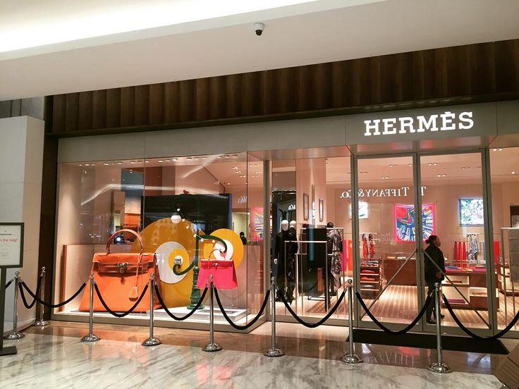 Noche de #inauguración abre sus puertas la nueva #boutique de @hermes en @palaciodehierro con la emblemática bolsa #Kelly #bag #HermesMexico #palaciodehierro #elpalaciodelospalacios