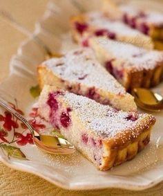 Эта творожная запеканка - отличная находка для тех, кто не представляет свою жизнь без десертов.