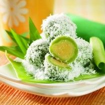 klepon kukus kacang hijau, I can wake up Tom for this anytime ;)