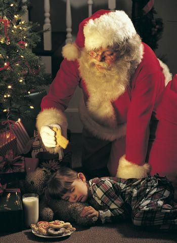 http://m.guiainfantil.com/1443/papa-noel-un-viejecito-de-traje-rojo-y-barba-blanca-con-muchos-nombres.html