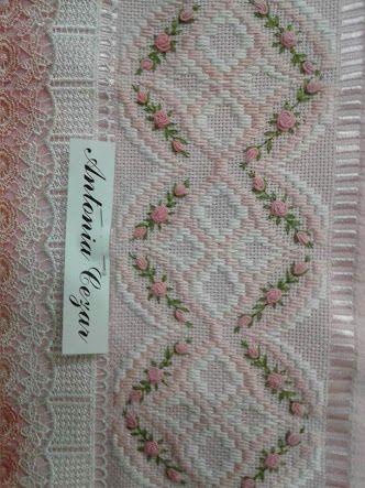 Resultado de imagem para toalhas de lavabo bordadas