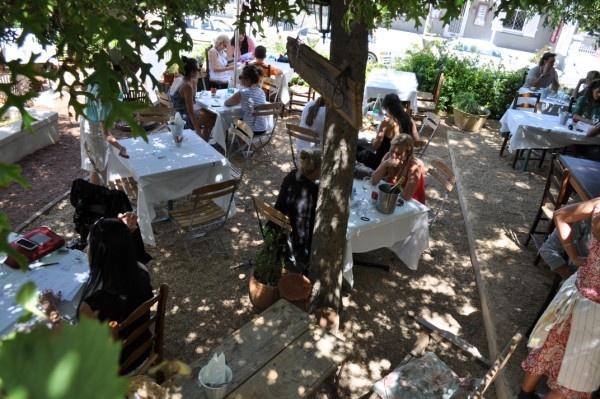 Cafe Paradiso omschrijf je in één woord: sfeer! Zeker een aanrader. http://www.kaapstadmagazine.nl/mediterraan/Cafe-Paradiso-op-Kloof-Street/99_22_18116