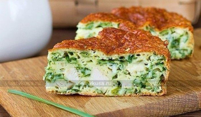 Slaný dort s kuřecím masem, zelenou cibulkou a sýrovou krustou | NejRecept.cz