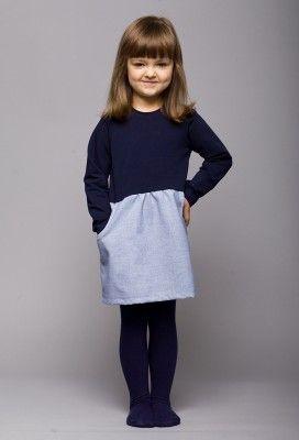 sukienka Maaninka blue Prześliczna sukienka na chłodne dni. Łatwo się zakłada dzięki guziczkowi z tyłu. A najlepsze jest to, że ma kieszonki.