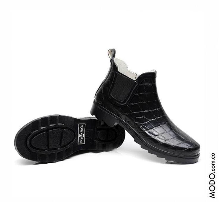 Zapatos elegantes para la lluvia :: $185.000  Te esperamos en Bogotá, en el CC Hacienda Santa Bárbara D302 (Diagonal al Cine).
