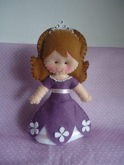 Bonequinha de feltro inspirada na princesinha Sofia. R$ 16,00