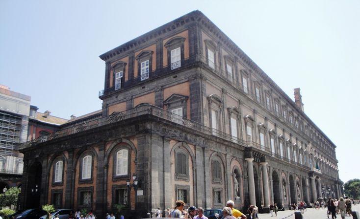 Il Palazzo Reale era una delle quattro residenze usate dalla casa reale dei Borbone di Napoli #palazzoreale #napoli #domenicalmuseo