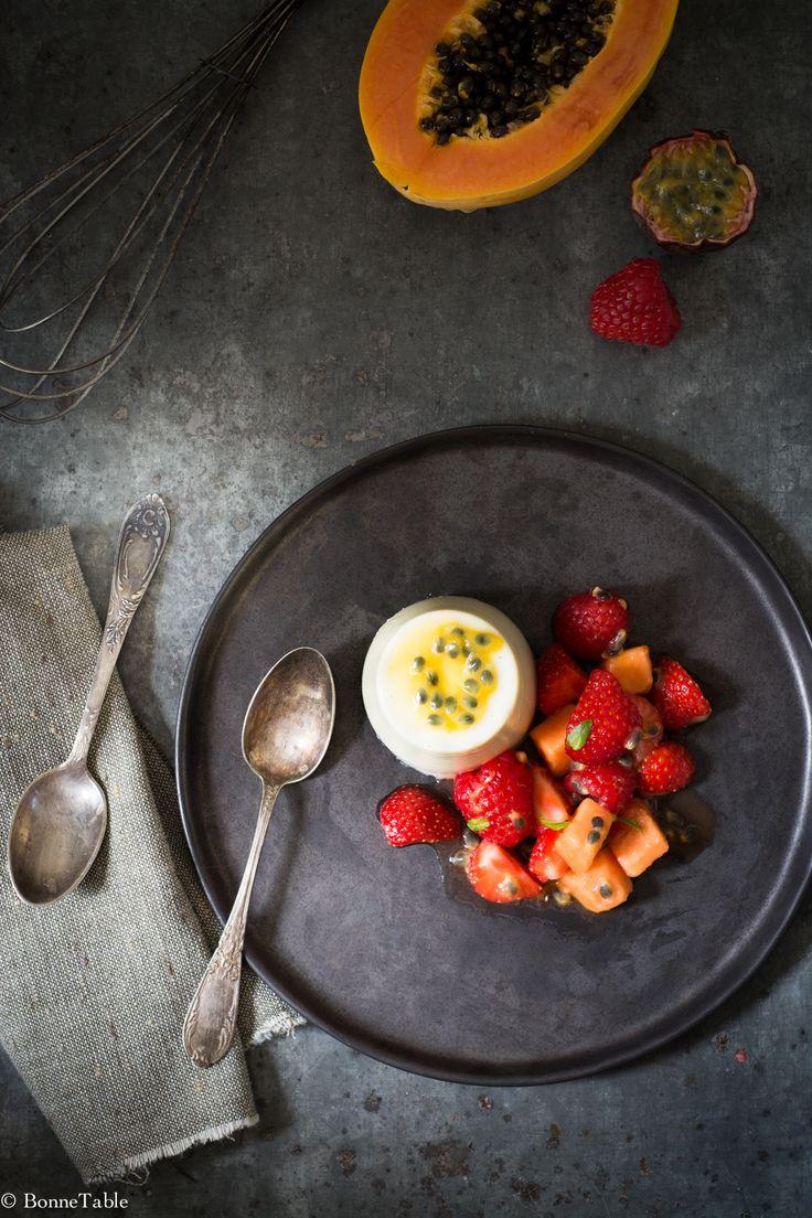 Panna cotta crémeuse au chocolat blanc, salade de fruits - BonneTable