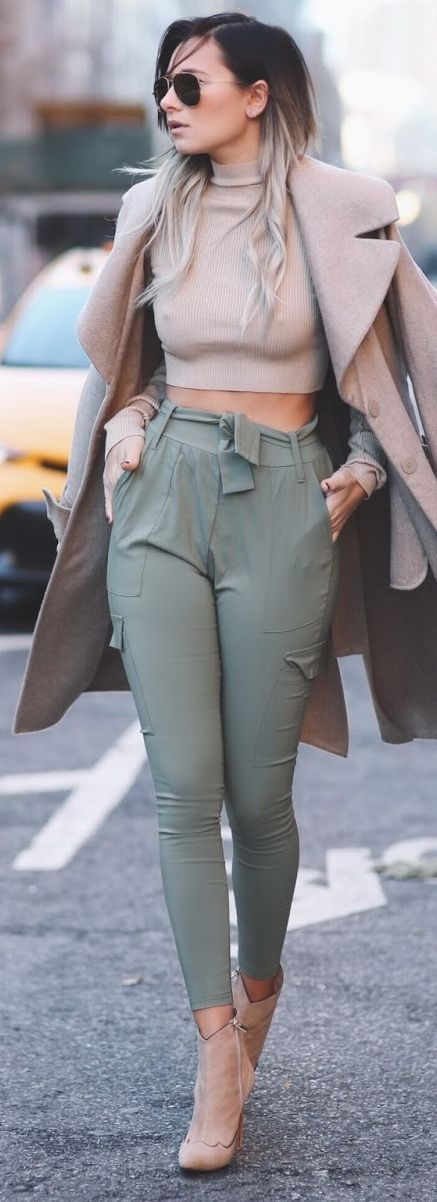 LOVE this look! Olive high-waist sknniy pants with mockneck crop top and coat.