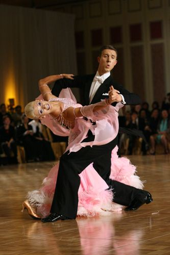 Arunas Bizokas and Katusha Demidova at the Macau Open 2009. Visit http://ballroomguide.com/workshop/standard.html for info about Standard workshops from the pros.