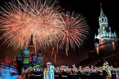 モスクワの「赤の広場」で開かれ、クリミア半島のロシア黒海艦隊音楽隊も参加したコンサート=8月30日(AFP=時事) ▼6Sep2014時事通信|赤の広場で軍楽隊公演=「クリミア編入」色濃く http://www.jiji.com/jc/zc?k=201409/2014090600126