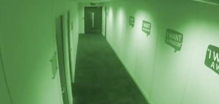 Unas cámaras de seguridad captan una actividad paranormal en la madrugada - http://dominiomundial.com/unas-camaras-de-seguridad-captan-una-actividad-paranormal-en-la-madrugada/