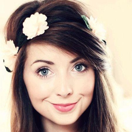 Zoe Sugg wiki, affair, married, Lesbian with age, Zoella, fashion,