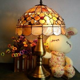 http://regaloscaros.blogspot.com/2012/06/lampara-de-mesilla-de-vidrio-tintado.html
