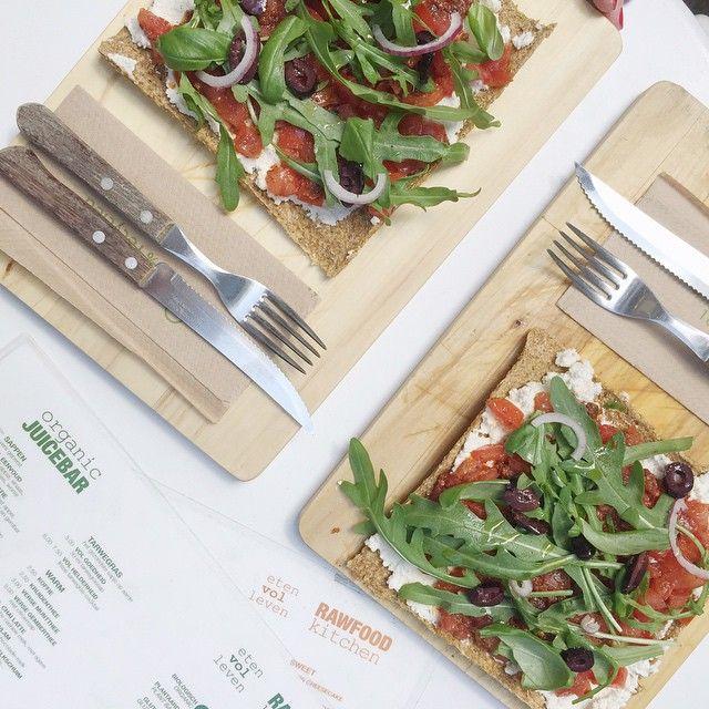 Mmmm...! The best #rawfood #pizza in town! @etenvolleven  #healthyfood #instafood. #antwerp