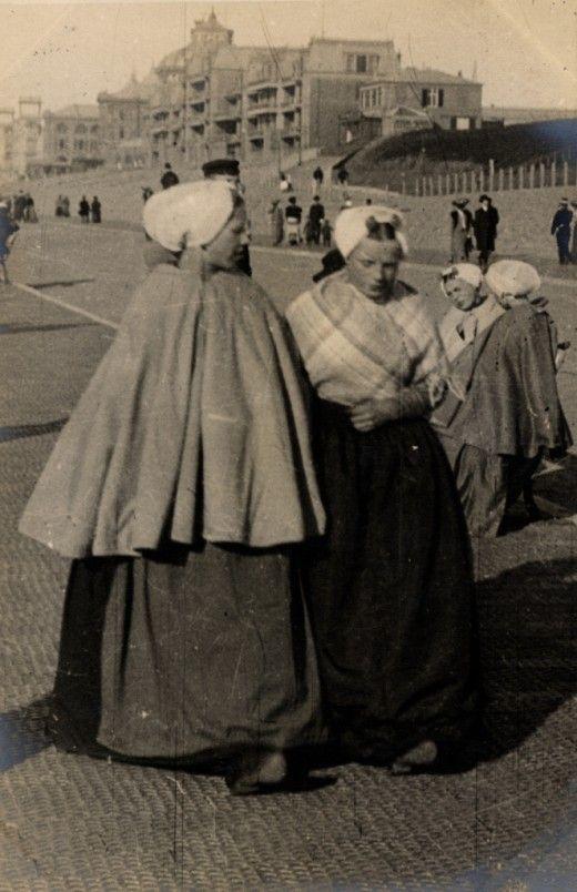 Street fashion in Scheveningen, Holland, April 1906