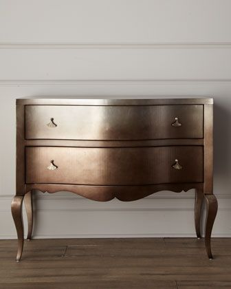 What a cool idea! Painted chest in dark metalic COPPER!! Ooooh,