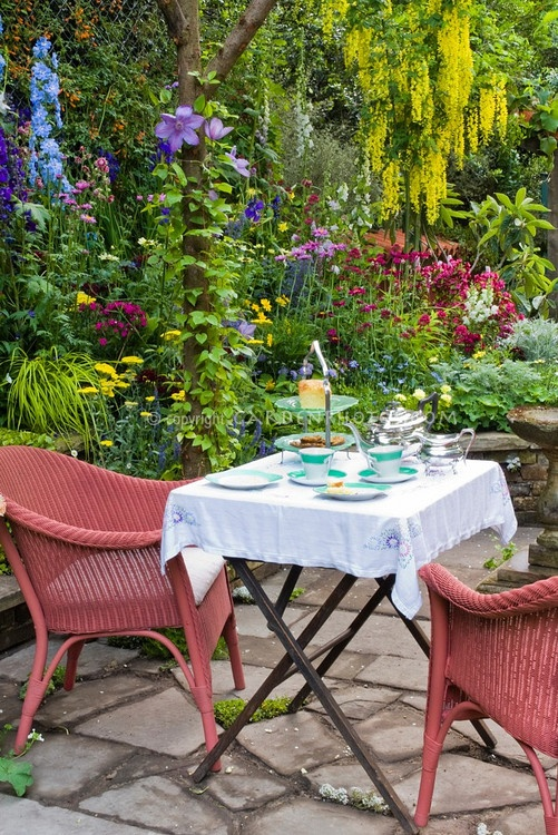 Beautiful flower garden!!!!Secret Gardens, Serving Teas, Outdoor Rooms, Gardens Teas, Teas Drinker, Afternoon Teas, Flower Gardens, Beauty Flower, Teas Cakes