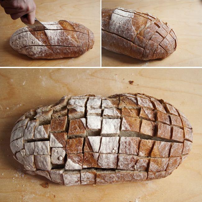 Výborný syrový bochník chleba, ktorý je ideálny na párty alebo len tak k obľubenému filmu. Recept je veľmi jednoduchý a zvládne ho každý.