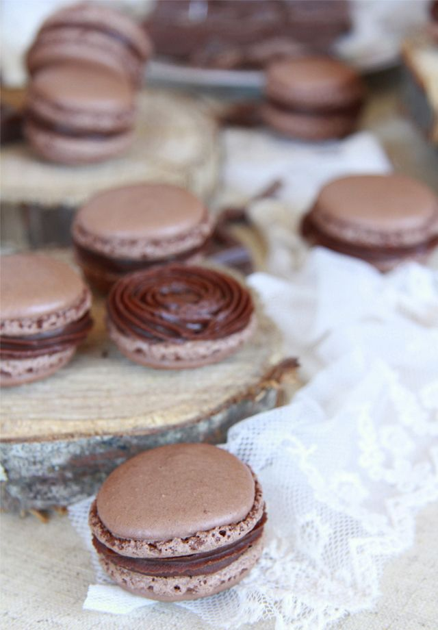 Como conseguir hacer macarons de chocolate perfectos. En este artículo te explico como lograrlo.